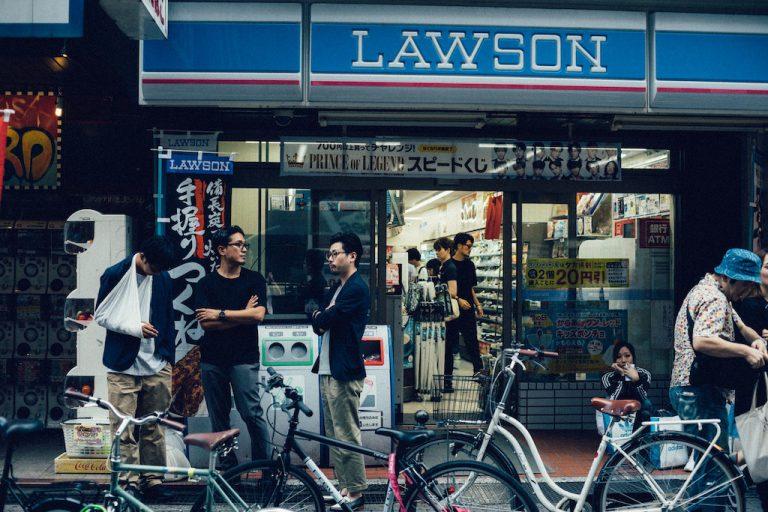 Devanture d'un conbini Lawson